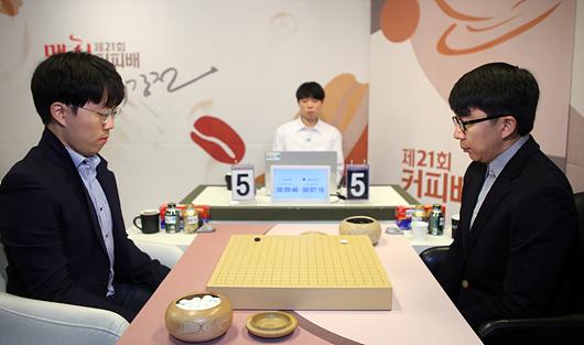 麦馨咖啡杯申旻埈胜睦镇硕 携手李映九晋级16强