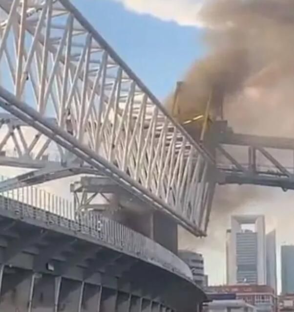 皇马伯纳乌球场发生火灾 起火原因不明