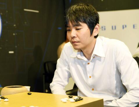 李世石立即脱离韩国围棋。由于比赛收获相比全盛时期的不写意和与韩国棋院之间的逆面谐有关,让他终于下信念脱离做事围棋世界。