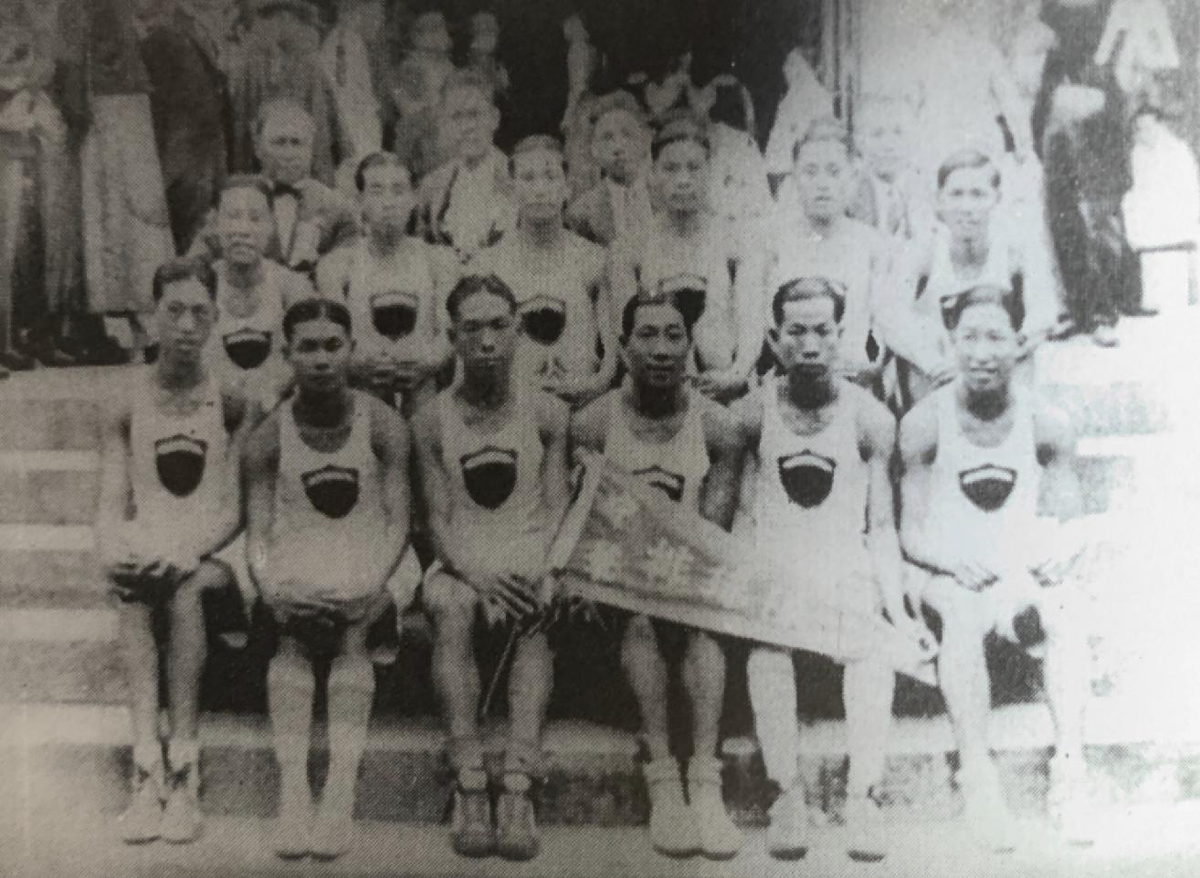 参加第九届远东运动会的中国男子排球队