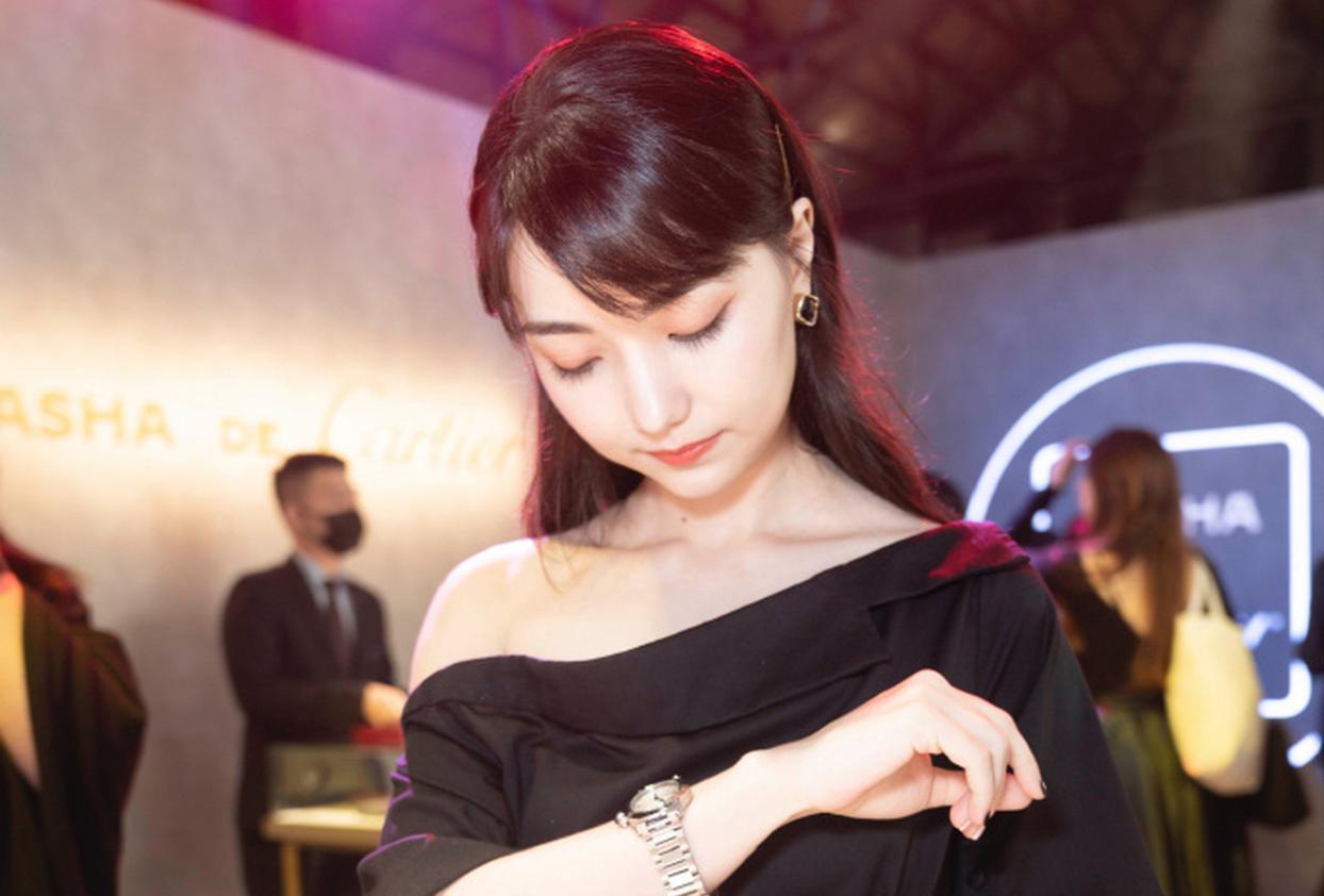 高清-美女棋手黑嘉嘉出席活动