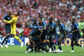 姆巴佩+博格巴破门 法国4-2加冕