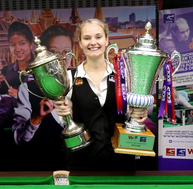 女子斯诺克世锦赛埃文斯6-3 第12次捧起冠军奖杯