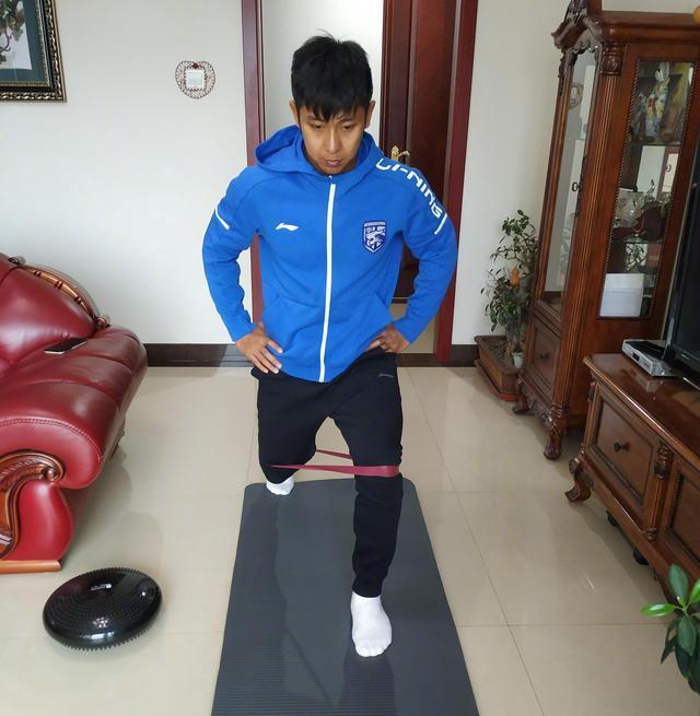 武汉三镇球员居家训练
