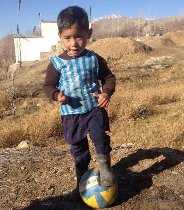 當年在村裏踢球的穆爾塔扎