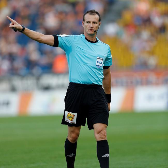 捷克足协宣布将派两名裁判执法中超最后阶段比赛