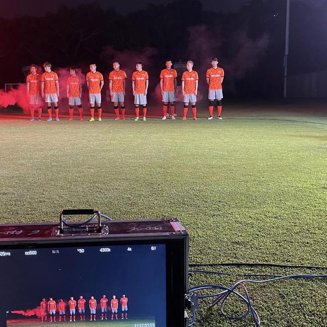深足新球衣回归橙色致敬辉煌 灵感来自大运中心