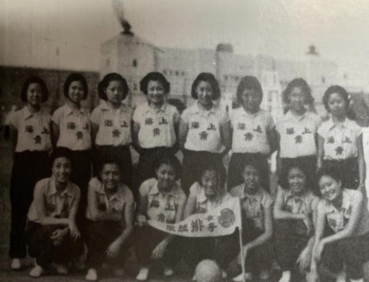 蝉联第五届和第六届全运会冠军的上海市女子排球队