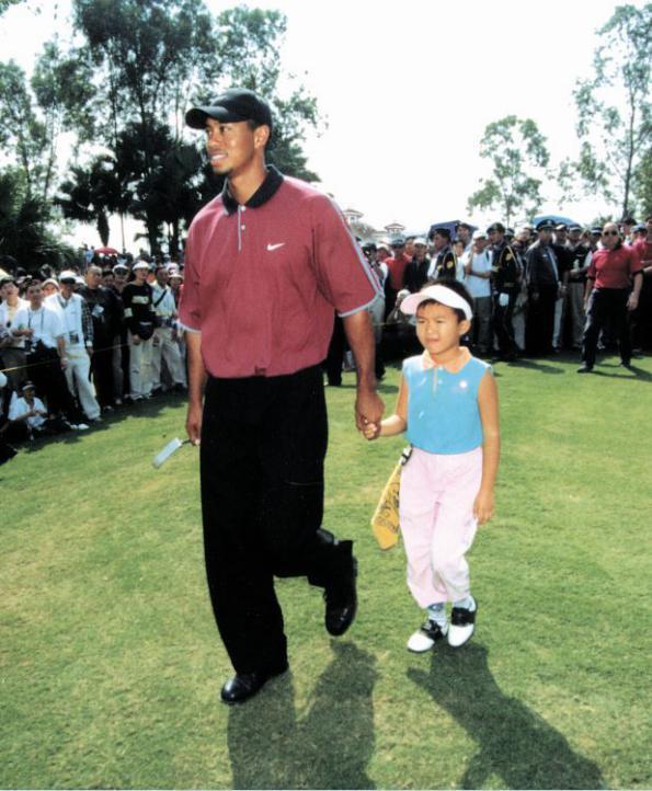 2001年伍兹到访深圳观澜湖