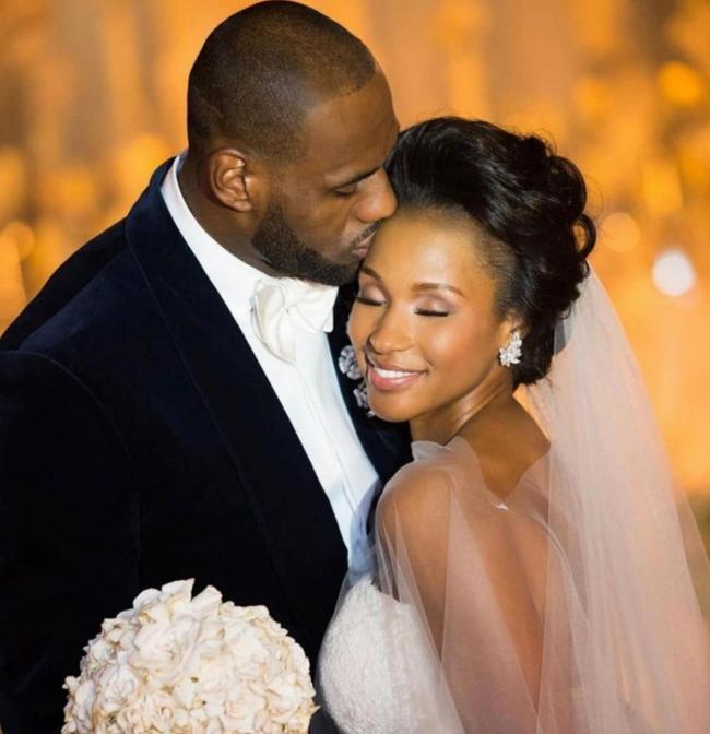 詹姆斯曬與妻子結婚8周年紀念日:不能沒有你