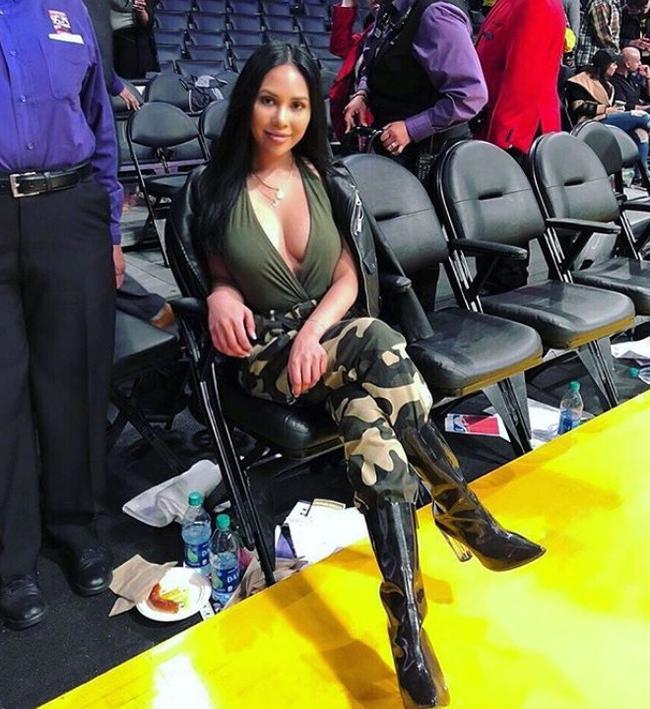 库兹马新女友曝光! 前ESPN记者身材比詹娜更辣