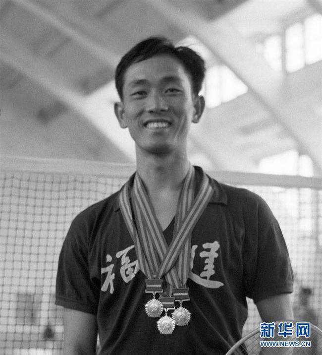 王文教在第一届全运会羽毛球男子单打比赛上夺得冠军(资料照片)