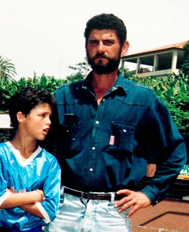 小时候的C罗和父亲