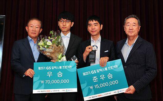 申真谞(左)不息排名韩国第一