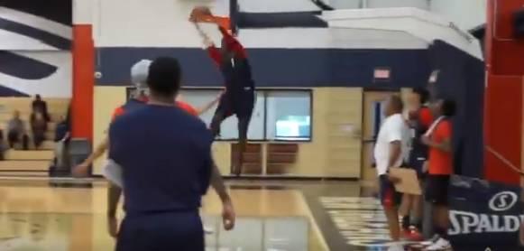 【影片】太殘暴了!訓練賽Zion上演頭撞籃板空接暴扣  球哥和Zion的默契逐漸養成!