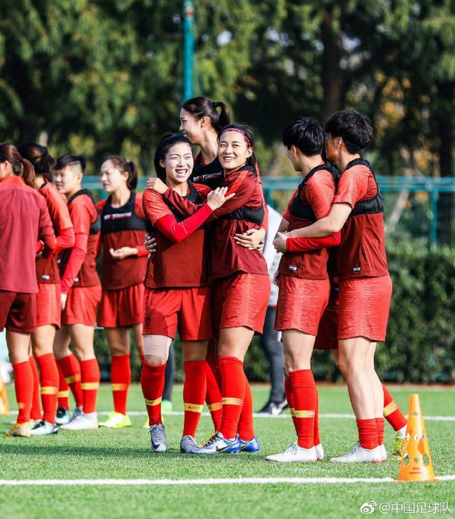 女足姑娘战胜中国香港