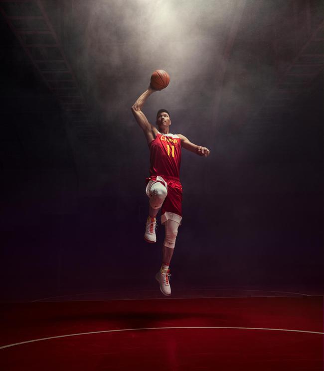 易建联首次担任中国男篮队长