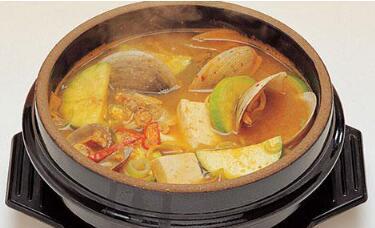 这就是韩国的石锅酱汤。何其相通乃尔?
