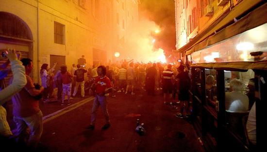 欧洲杯期间法国街头如同战场