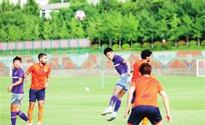 津門虎負泰山先入兩球遭逆轉 計劃引進球員替補登場