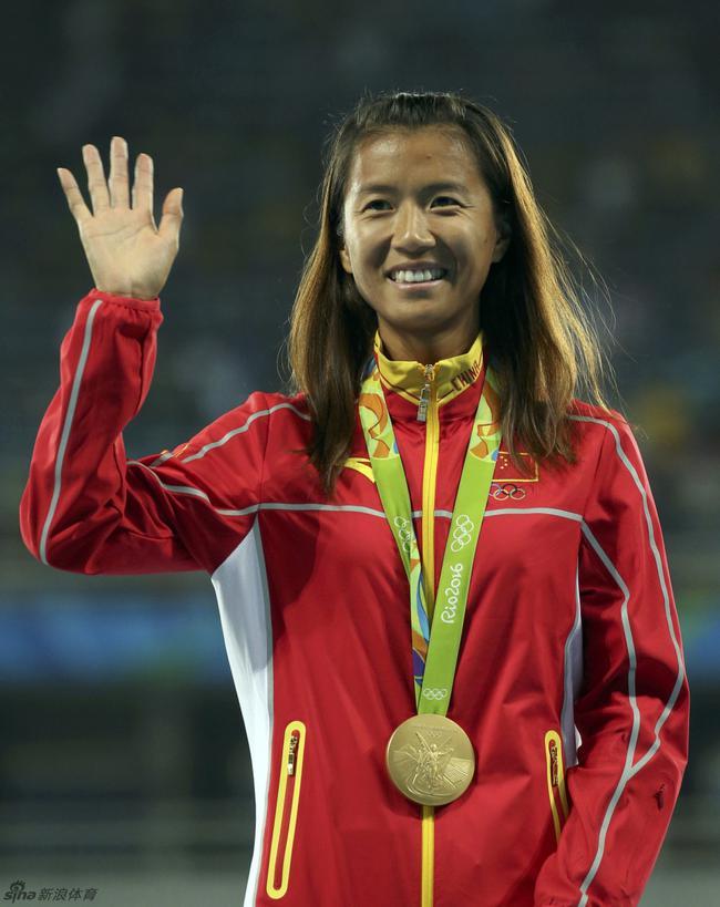 奥运冠军刘虹现身女儿吸睛 已恢复训练备战东京