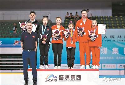 教練與運動員一起登上領獎臺是二青會一大特色。(攝影:彭志剛)