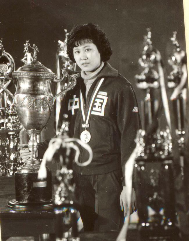 1981年,周鹿敏随中国女排夺得世界杯冠军。图/中国体育