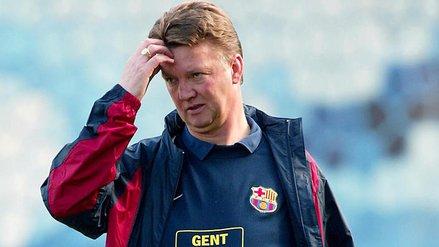 上一个被赛季中期解雇的巴萨主帅是范加尔