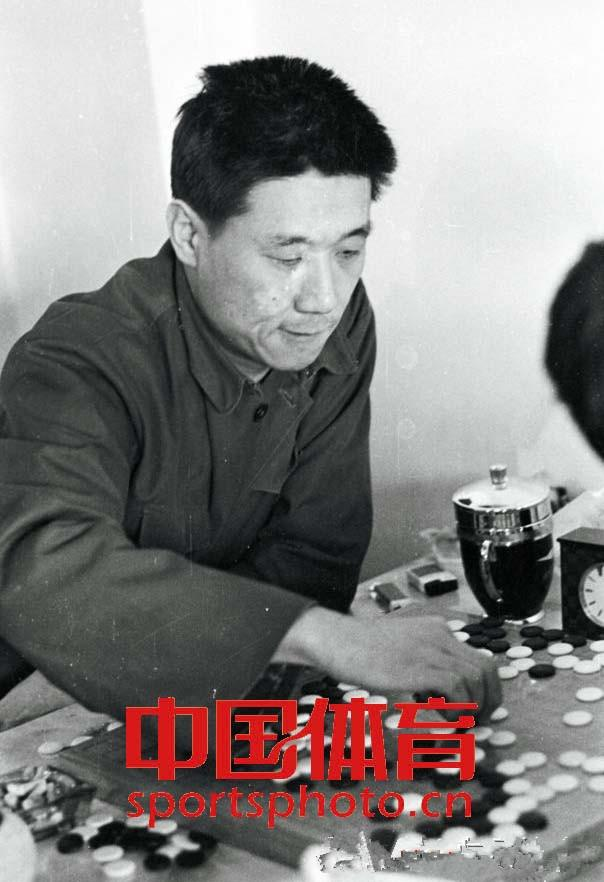 新中国第一批围棋职业高手 罗建文