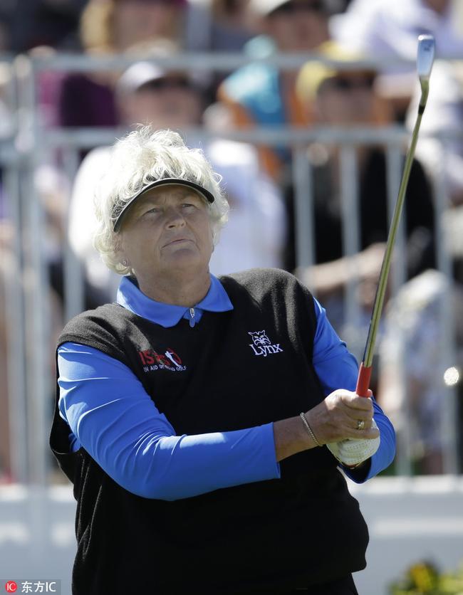 54岁!戴维斯险成LPGA最老冠军:别再问我退休