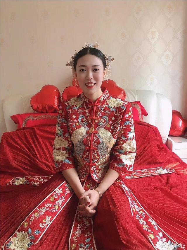 前队友爆料杨舟举行婚礼 身着红色嫁衣喜气十足