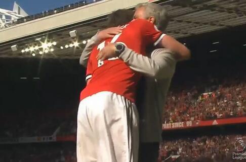 卡里克和穆帅拥抱
