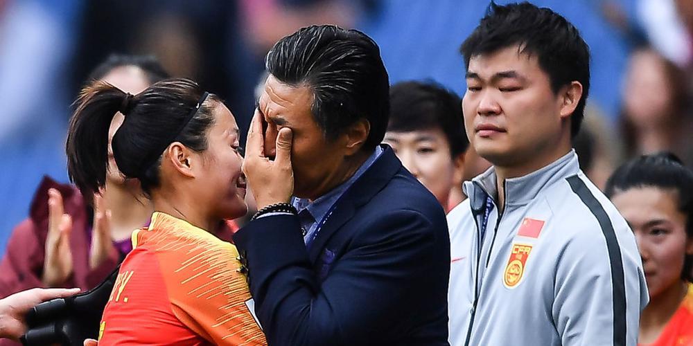 女足晋级后贾秀全激动落泪