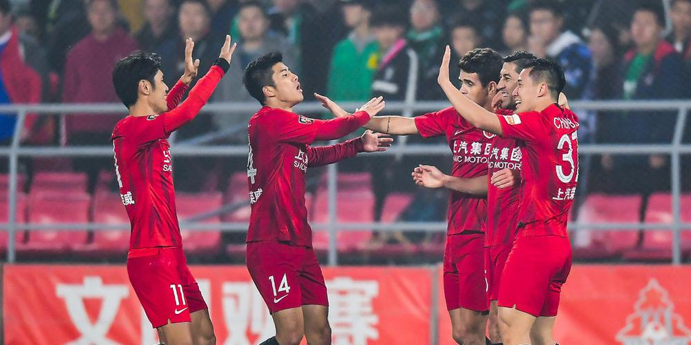 李圣龙艾哈建功胡尔克伤退 上港2-0反超国安