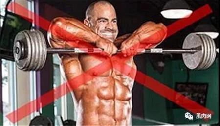 保护好自己的肩膀 别做这三个高风险训练动作