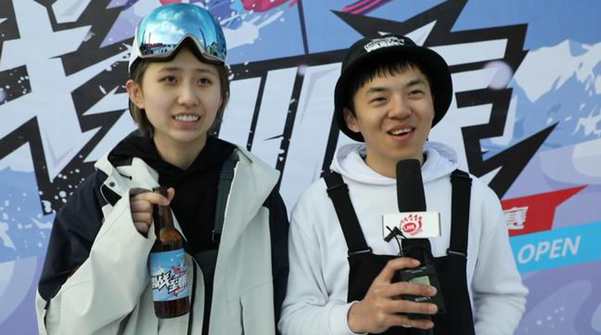 雪族单板选手裴隆吉与女友