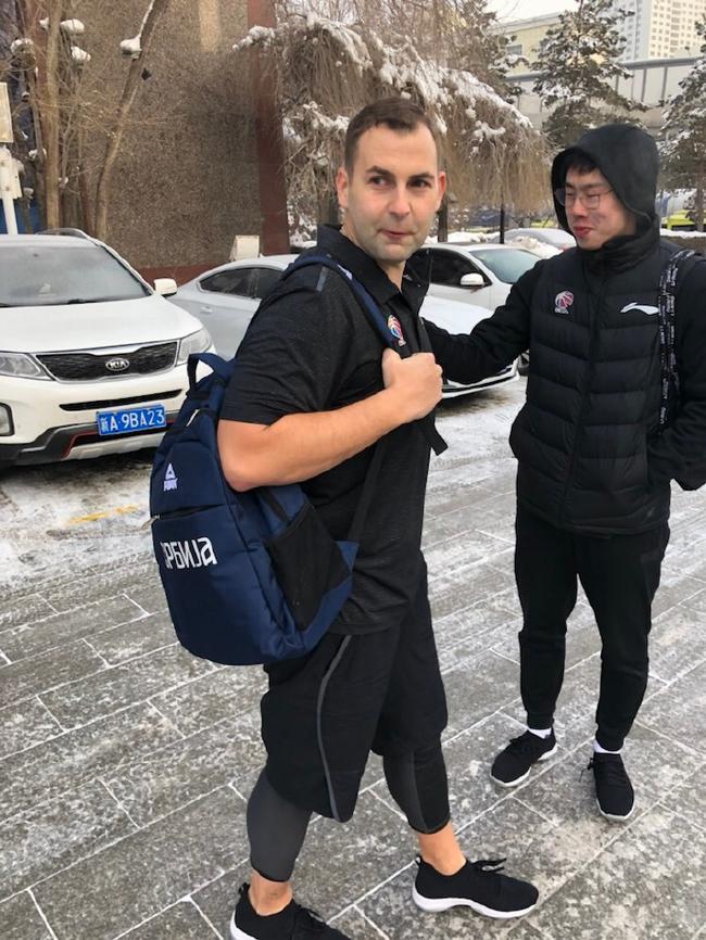 零下20度!山西助理教练穿短袖出门参加训练