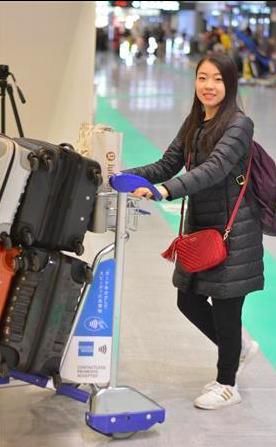纪平梨花在机场