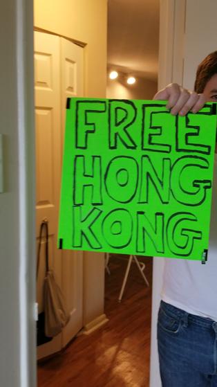【影片】76人球館驅逐一對美國夫婦:帶「Free Hong Kong」的標語入場,多次警告還未消停!-籃球圈