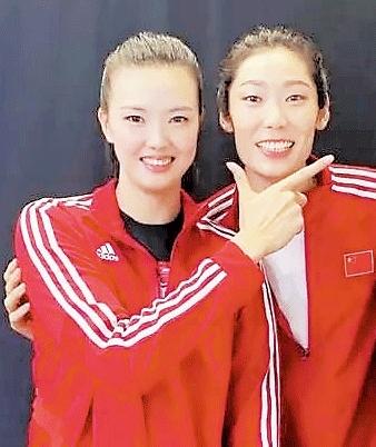 两大女排国手在人大给出体育提案 关注体育教育