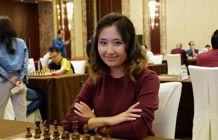 高清-国象赛中笑容灿烂的棋手们