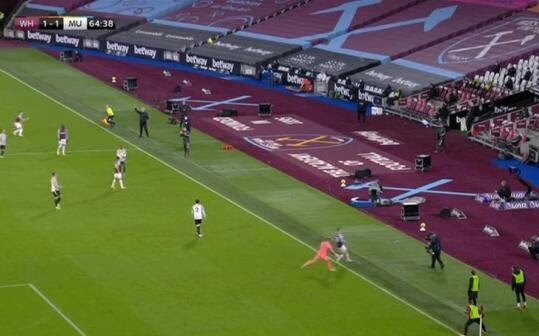 莫耶斯不服!炮轰裁判 曼联扳平进球先出界了?
