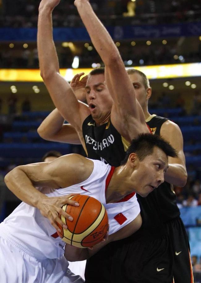 刘炜:阿联是男篮队长需要成为队员之间的桥梁