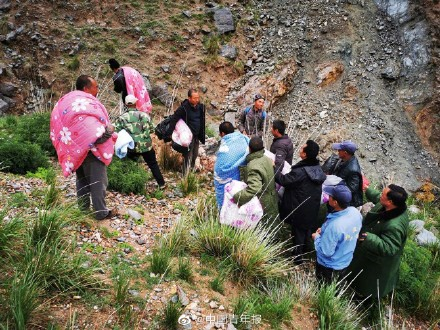 甘肃白银山地越野赛 当地一位牧羊人连救六名选手