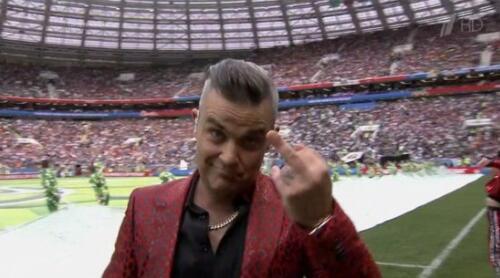 世界杯开幕就搞大新闻!嘉宾朝全世界竖中指丨gif