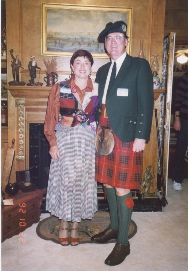 韦恩和夫人克罗地亚,照片选自迪克·麦克德诺2013年版《世界著名高尔夫藏品》和美国高尔夫传承协会2014年9月会刊