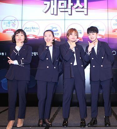 ▲浦项 POSCO队李英信、 赵惠连, 姜智洙、金杰娜