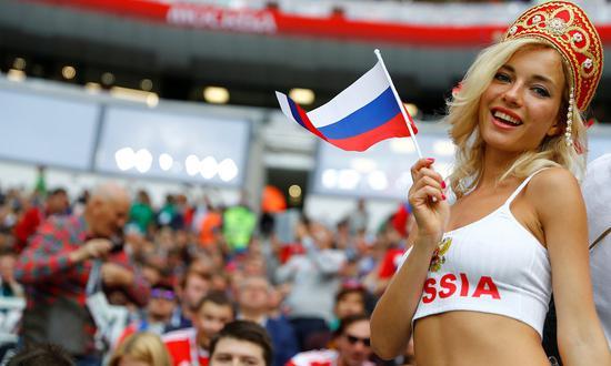 世界杯首日10大经典:美女吸睛