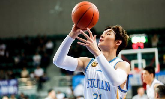 王哲林力压易建联入选第16轮最佳阵容