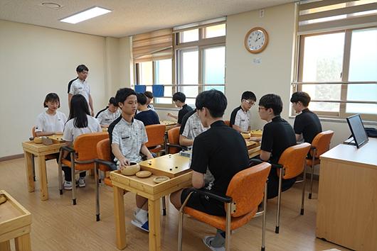 校内联赛中的佼佼者几乎都在运动部,这也体现了运动部在围棋学校中的地位。